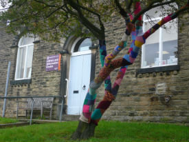 Knitted tree sleeve Hayfield